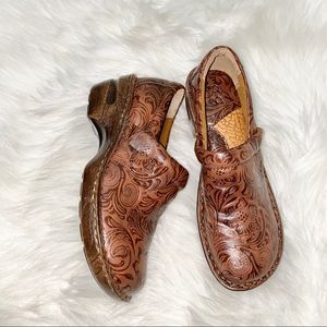 b.o.c. Born Concept Classic Brown Etched Clogs